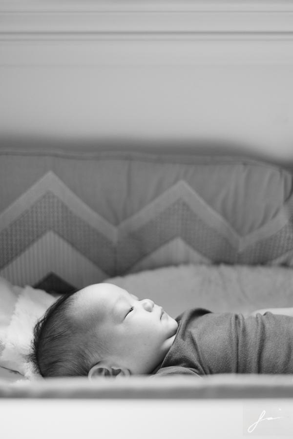 maxen-infant-baby-home-portrait-session-5086